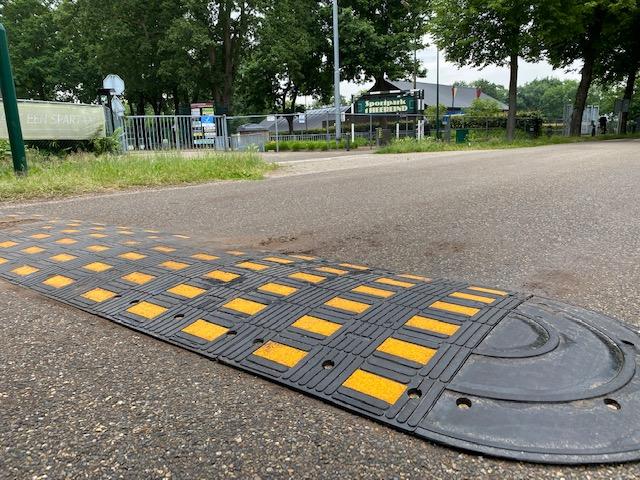 Verkeersdrempels geplaatst bij oversteek sportpark 't Heereind